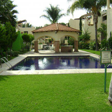 Casa en venta Chapala - en condominio con alberca.